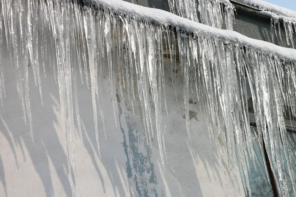 Image of an ice dam on roof