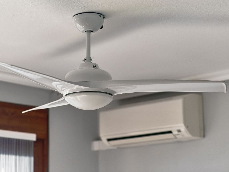 A ceiling fan with 3 blades