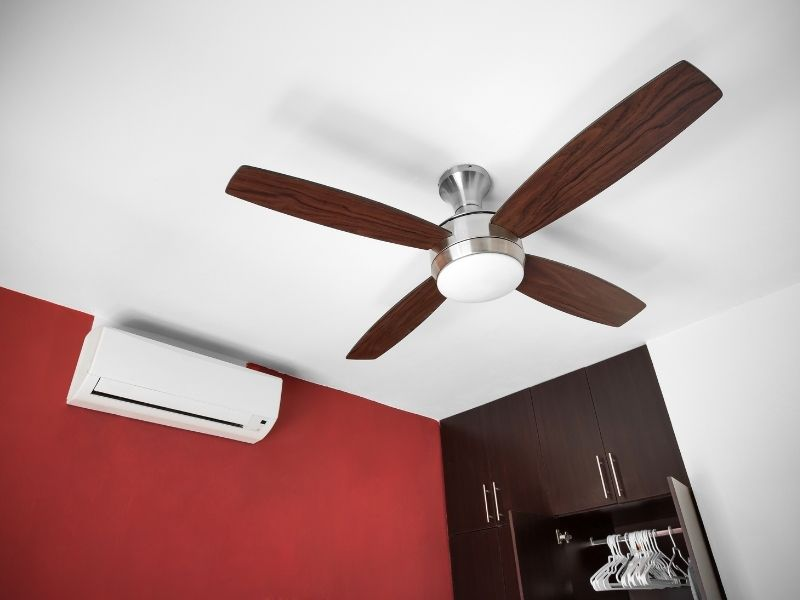 using a ceiling fan with air conditioning